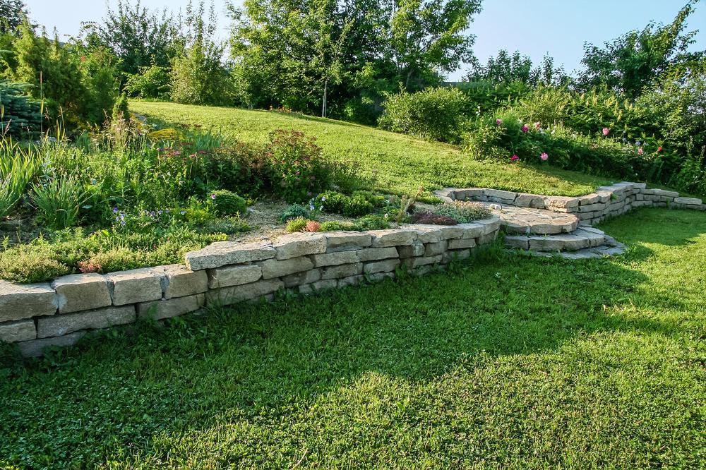 Aménagement de jardin en pente douce